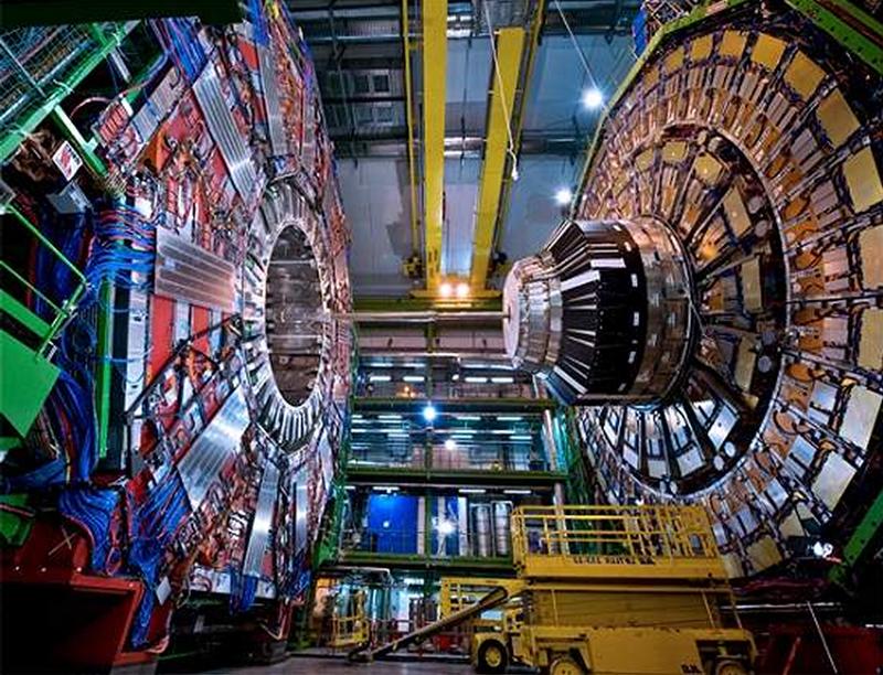 Large Hadron Collider (LHC) - O Grande Colisor de Hádrons - CERN - O Bóson de Higgs - Partícula de Deus picture by flavius versadus